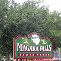 尼加拉瀑布州立公園(Niagara Falls State Park)在紐約州的尼加拉市,而尼加拉市在水牛城(Buffalo)北邊
