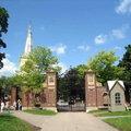 哈佛大學校園內有很多具有歷史性的建築物,校內的每棟建築物都別具特色