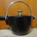 STAUB鑄鐵壺真神,茶真的變好喝: 不過容量偏小,打開壺蓋時,小心蓋子,很燙,記得戴手套.