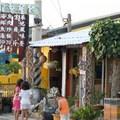 在往佳樂水的龍磐公園路旁有這麼一間小小的餐廳