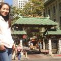 2008年9月30日舊金山叮噹車之旅-Grace(背後為Chinatown)