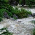 颱風天的溪流