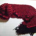 紅黑條紋圍巾