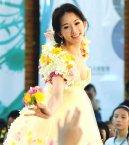 林志玲化身美麗花神。  名模林志玲化身為美麗花神,出席台北花卉博覽會的宣傳活動,演出一場花卉時尚秀。