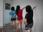 20110910 三位同學利用假日到校粉刷牆壁,準備佈置教室!