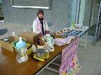 2006.03.26龍潭鄉九五年青年節表揚大會於龍潭鄉婦女館舉行,本院受邀參加,並於會場外擺設愛心義賣攤位。圖中為本院主任。
