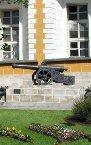 克里姆林宮內擺放的擄自法軍的大炮。