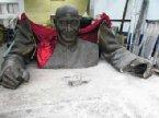 來源:新華社。標題:蔣介石銅像成為「歷史傷痕」。真是貓哭XX呢。