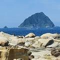 基隆和平島具特色的海蝕地形,位在海岸線旁的奇岩巨石,長期受海蝕及風蝕影響,最著名的是「豆腐岩」和「蕈狀石」景觀