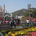 香港迪士尼於2005年開幕,是全世界第五個迪士尼樂園,每日早上10點開園。 (本圖片為筆者所拍攝)