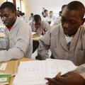 2013年10月18日河南嵩山少林寺,非洲5國20名「洋弟子」除了學習少林功夫外,他們還將完成漢字會話、漢字書寫、針灸按摩、佛教禮儀等課程。