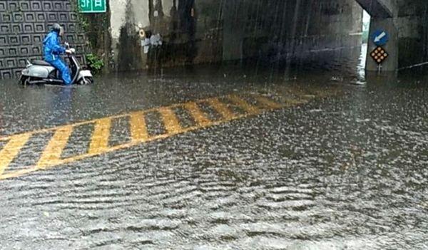 水深及車的淹水