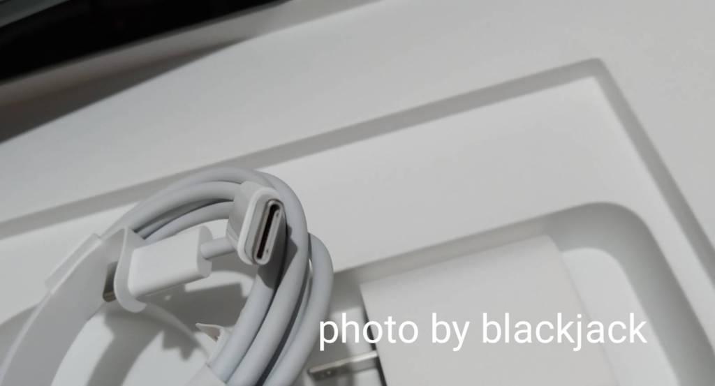 *USB-C 連接埠