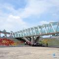 玻璃空橋與天空連結在一起,稱為天空之橋再適合不過的了