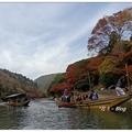 日式遊船路線以保津川至嵐山渡月橋為主,有「保津川遊船」與「嵐山屋形船」之分。