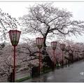 日本石川縣的兼六園原是金澤城的外園,即為藩主前田利家的後花園。  兼六園依「宏大、幽邃、人工、蒼古、水泉、眺望」六勝意境而命名。
