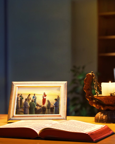 主耶穌基督講道給門徒聽