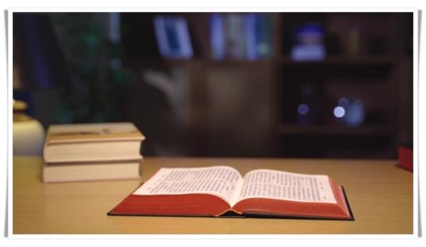 書桌上的聖經