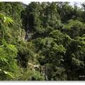 瀑步共有五段,公路邊有觀瀑橋,近看雷音,遠觀龍宮瀑布。