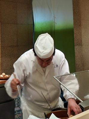 近藤老闆獨掌兩口溫度不同的油鍋