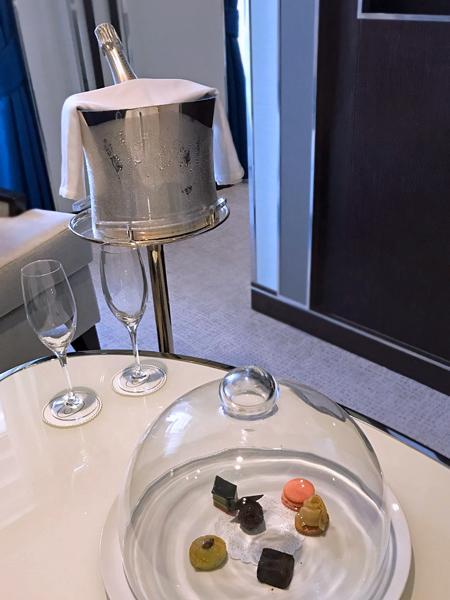 迎賓香檳與小點