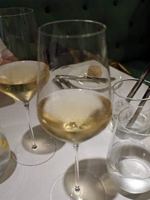 以夏多內杯裝香檳