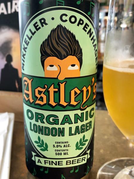 Rick Astley還跟當紅的丹麥米凱樂(Mikkeller)精釀啤酒合作了有機啤酒