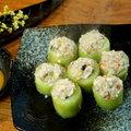 ~胡瓜盅~ 朋友送的大黃瓜,塞入魚漿.蝦仁.香菇.蔥.蘿蔔等配料,蒸好熱騰騰上桌,是美味的宵夜