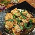 ~紅燒豆腐~ 夏天如果不想吃油膩,一鍋糙米稀飯就著一盤紅燒豆腐、一碟苦瓜炒鹹蛋。