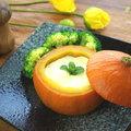 ~南瓜蒸蛋~ 打一個雞蛋,做南瓜蒸蛋。滑嫩的蒸蛋和香軟的南瓜泥,一起挖著吃。