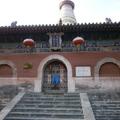 寺內以舍利塔為主 塔院寺位居在前,高大的白引人神往,人們把它看作五台山的標誌。