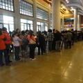 蔣勳《少年台灣》高雄2000人演講後,現場簽書會大排長龍。