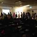 向陽《臉書》在台北金石堂誠中店新書分享見面會後,讀者排隊請老師簽書。