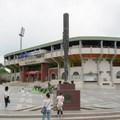 嘉義棒球場旁邊矗立的那支「威震甲子園」大球棒上面的銘刻魏某看著礙眼,所以故意忘掉了上代人的二等公民身份(再上一代那四十萬
